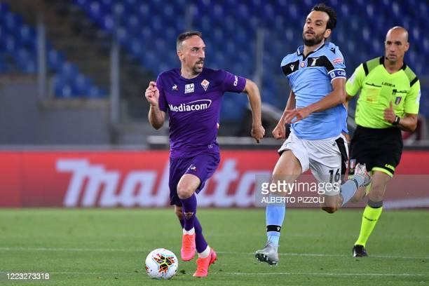 Fiorentina's French forward Franck Ribery outruns Lazio's Italian midfielder Marco Parolo during the Italian Serie A football match Lazio vs...