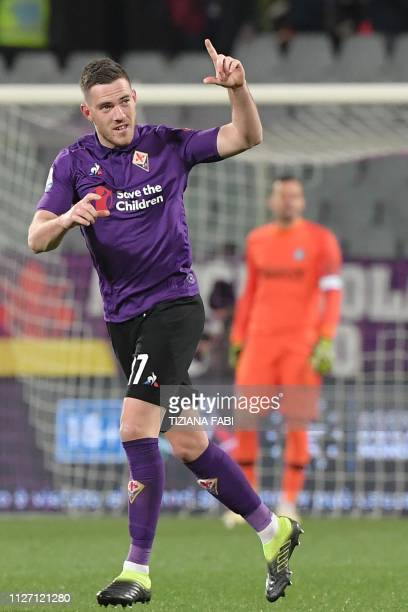 Fiorentina's French midfielder Jordan Veretout celerates after scoring a penalty kick during the Italian Serie A football match Fiorentina vs Inter...