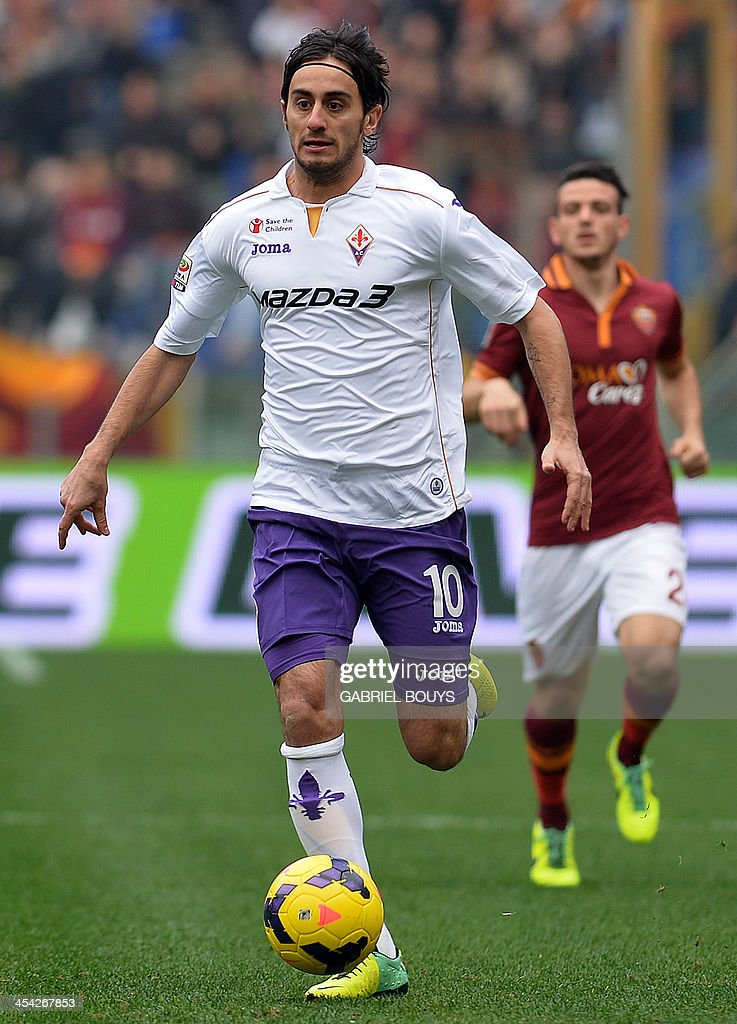 Fiorentina's midfielder Alberto Aquilani controls the ball during the Italian Serie A football match between AS Roma and Fiorentina on December 8, 2013 at the Olympic stadium in Rome.