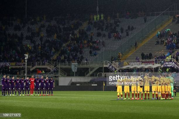 Fiorentina's players and AS Roma's players hold a minute of silence in hommage to late Italian footballer Egisto Pandolfini prior to the Italian Tim...