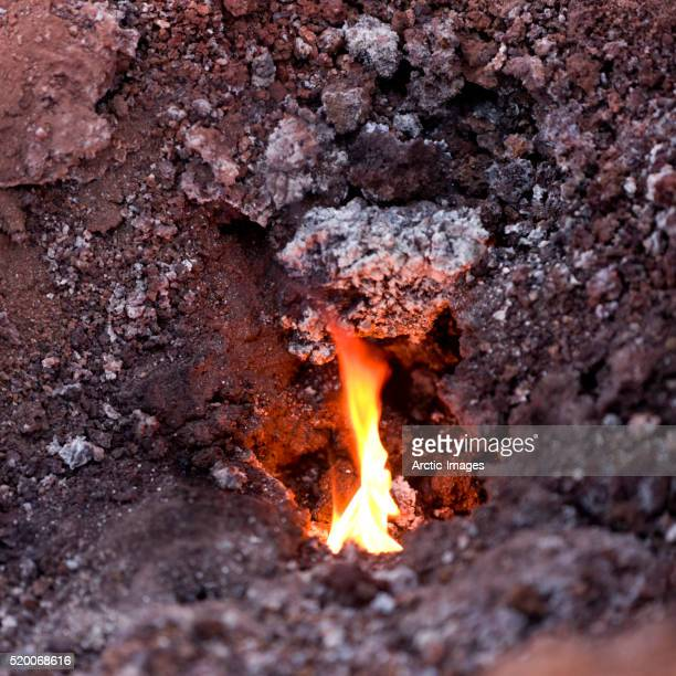 fire and lava, iceland - fimmvorduhals volcano stockfoto's en -beelden