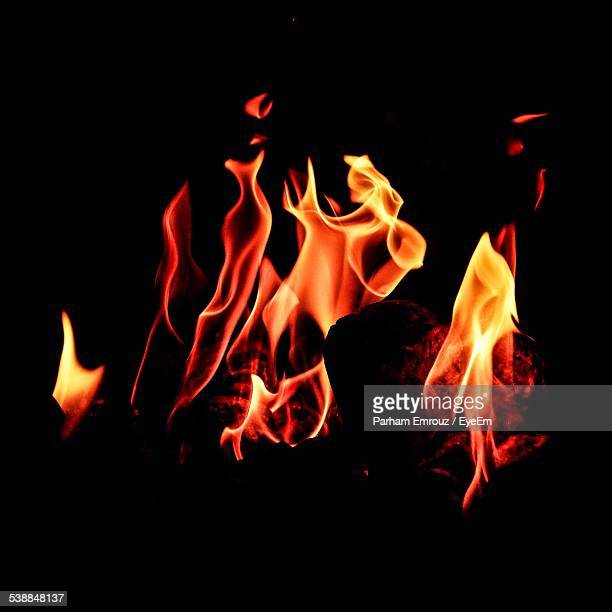 fire burning at night - parham emrouz stock pictures, royalty-free photos & images