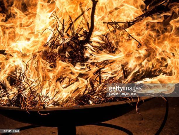fire burning in fire pit with leaping flames - panyik-dale stock photos and pictures