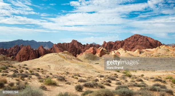 fire canyon with silica dome, valley of fire state park, mojave desert, nevada, usa - nevada stock-fotos und bilder
