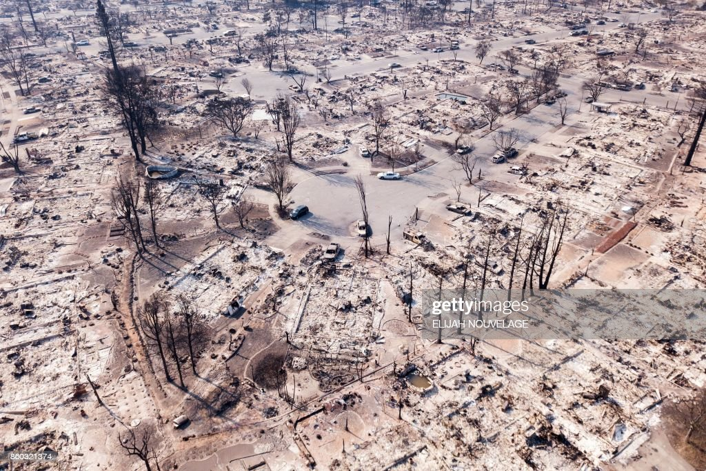 TOPSHOT-US-FIRE-CALIFORNIA : News Photo