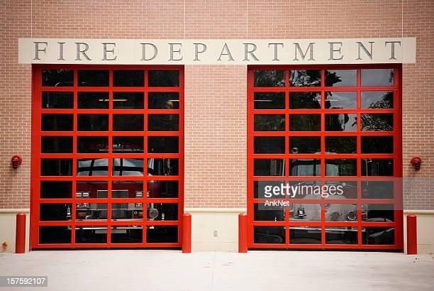 departamento de bombeiros portão e placa - fire station - fotografias e filmes do acervo