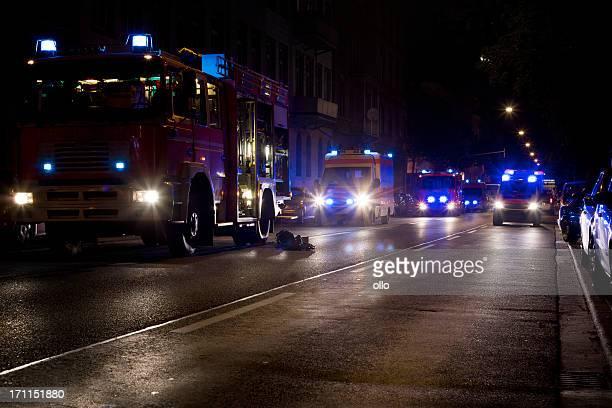 Feuerwehr, Krankenwagen auf Szene Motoren