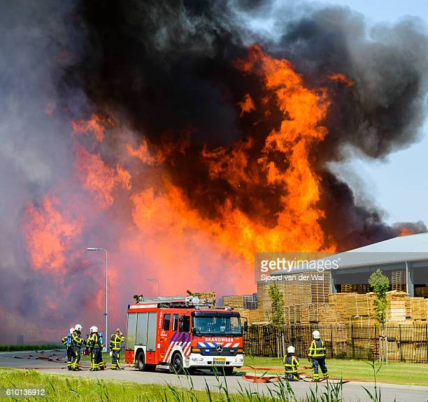 "fire engines at a fire in an industrial area - ""sjoerd van der wal"" stockfoto's en -beelden"