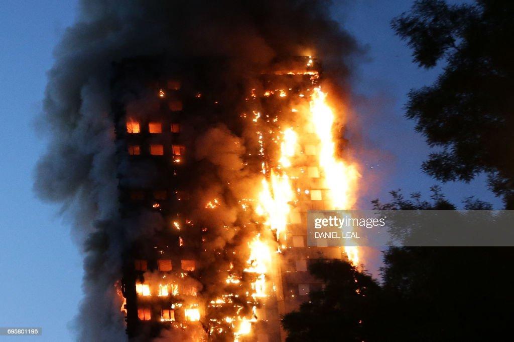 TOPSHOT-BRITAIN-INCIDENT-FIRE : News Photo