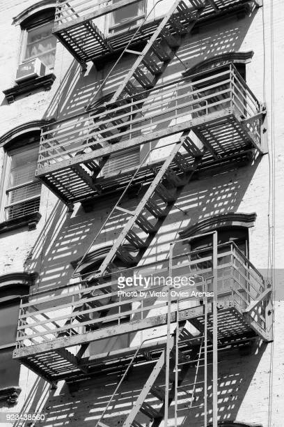 fire escape platforms and stairs, chelsea, new york, usa - victor ovies fotografías e imágenes de stock