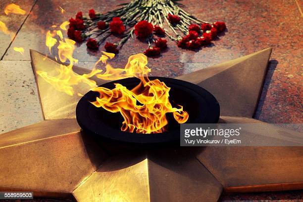 fire in star-shaped war memorial - tomb of the unknown soldier stock photos and pictures