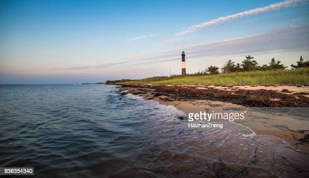 fire island lighthouse - riva dell'acqua foto e immagini stock
