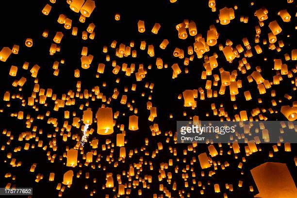 fire lanterns in the sky - lantern festival stock pictures, royalty-free photos & images