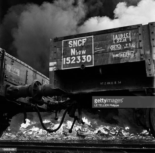 Fire Of A Tire Depot. France, juillet 1955, un dépôt de pneus est incendié près d'une voie de chemin de fer de la SNCF. Des wagons sont encore...