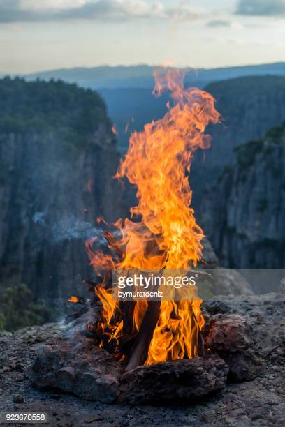 fire on canyon for barbeque - free walpaper stock photos and pictures