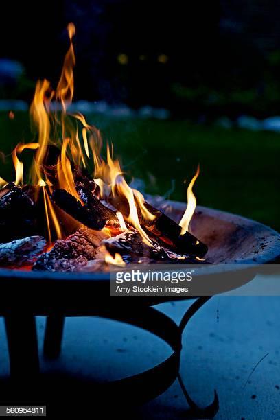 fire pit - 暖炉の火 ストックフォトと画像