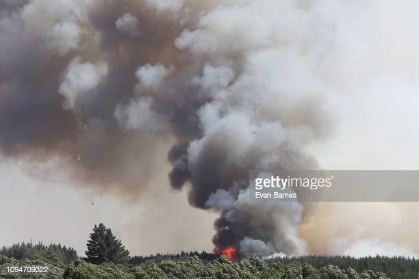 A fire rages on as firefighters battle a blaze as 170 homes have been evacuated from the area in the Tasman district February 7 2019 in Richmond near...