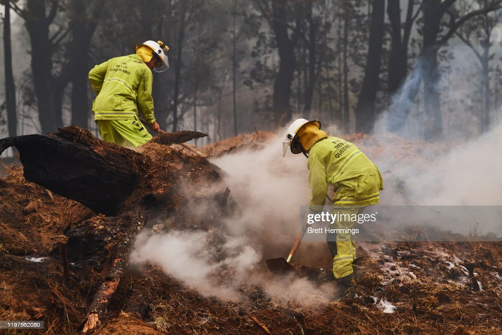 Firefighters Continue To Battle Multiple Blazes Across NSW As Army Is Called In To Assist : News Photo