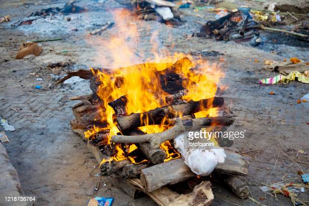 fire that is burning the death man according the indian tradition - cremation stock pictures, royalty-free photos & images