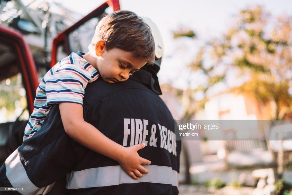 消防士救助活動 : ストックフォト