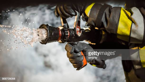 Feuerwehrmann mit bringen