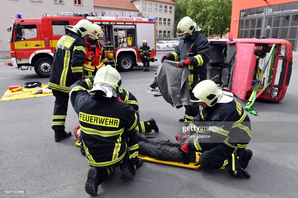 Firefighters are in operation after a car accident in Jena