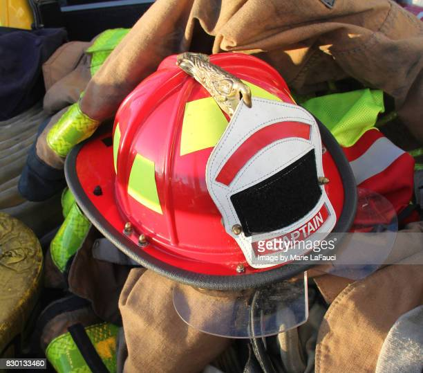 firefighter's helmet, protective gear and equipment - fire protection suit - fotografias e filmes do acervo