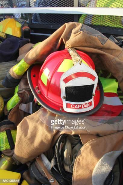 firefighter's helmet, protective gear and equipment - fire protection suit - fotografias e filmes do acervo