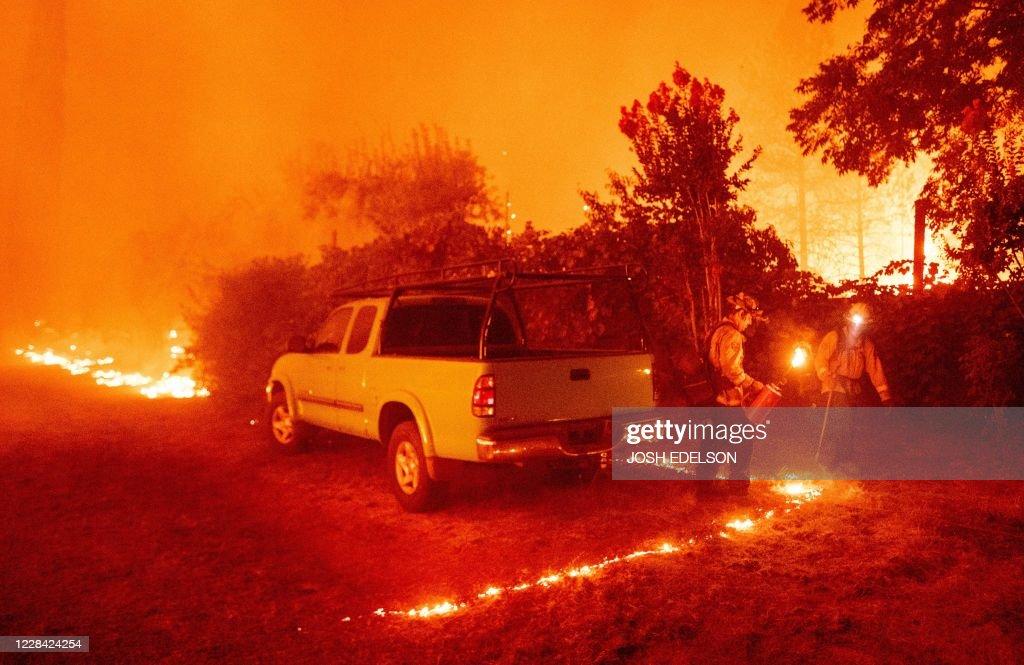 TOPSHOT-US-CALIFORNIA-FIRE : ニュース写真