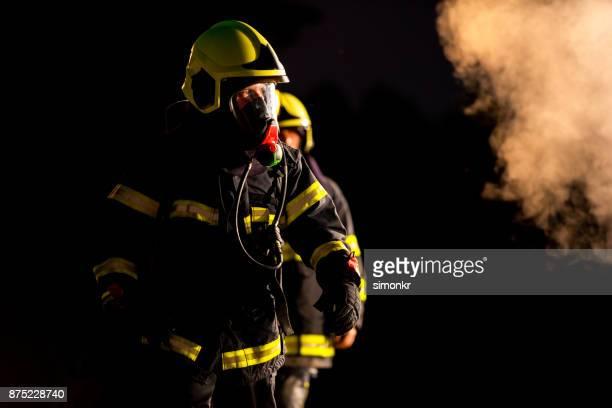 bombeiros - fire protection suit - fotografias e filmes do acervo