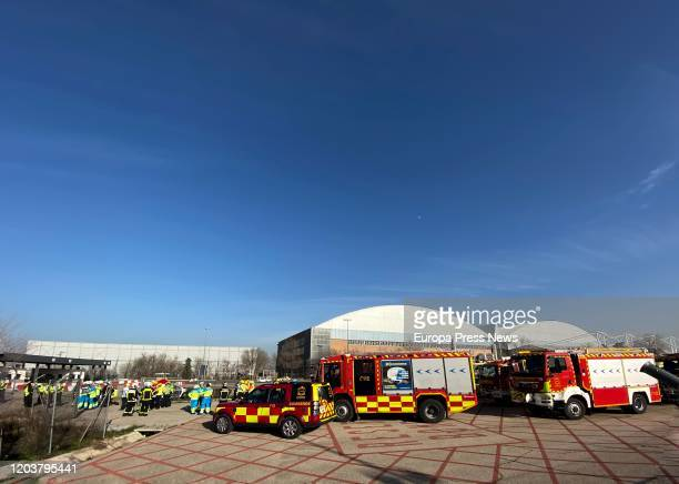 Firefighters prepare for the emergency landing in Barajas of flight AC837 of an Air Canada plane bound for Toronto that has burned fuel south of the...