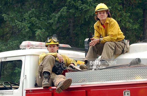 O'BRIEN OR AUGUST 4 Firefighters Shawn Hutchinson and Theresa Snow monitor a burnout fire in the Siskiyou National Forest August 4 2002 in O'Brien...