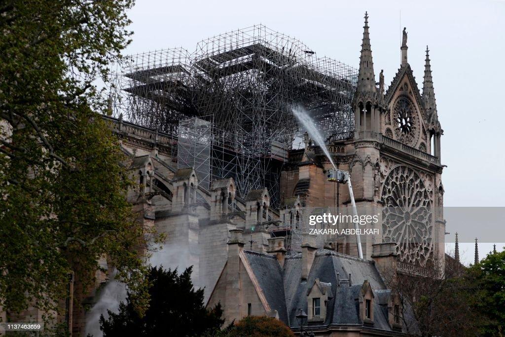TOPSHOT-DOUNIAMAG-FRANCE-FIRE-NOTRE DAME : News Photo
