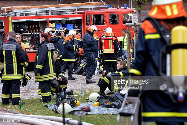 Firefighters stand outside the Universitaetsklinikum Bergmannsheil hospital on September 30 2016 in Bochum Germany According to media reports the...