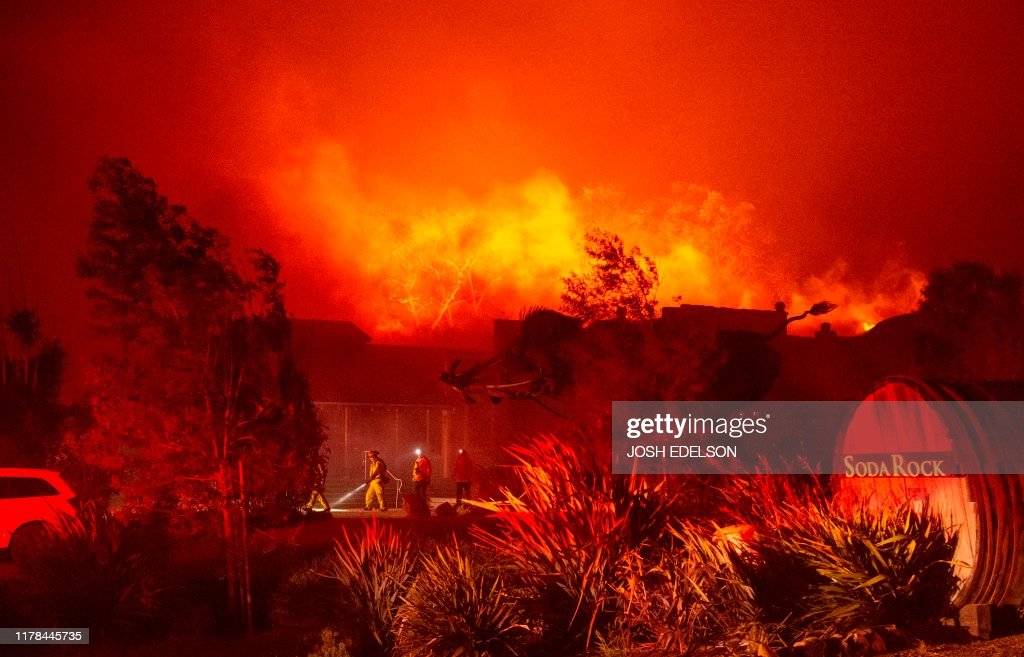 TOPSHOT-US-CALIFORNIA-FIRE : News Photo