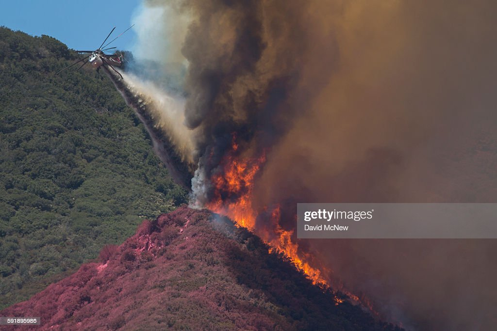 Blue Cut Fire Rages Through 30,000 Acres In Southern California : Foto jornalística