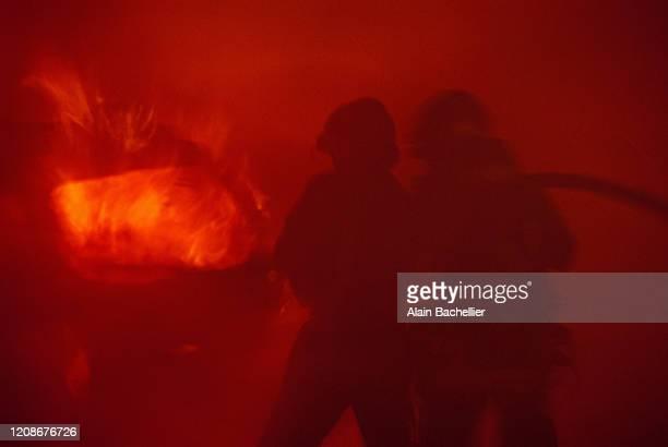 fireman - alain bachellier photos et images de collection