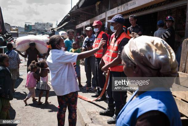 Firemen and council workers were given the order to cleanup the market of Anosibe in the Anosibe district one of the most unsalubrious district of...