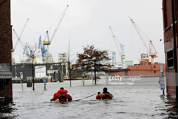 Firemen are seen in action at the Fischmarkt during the flood on November 9 2007 in Hamburg Germany The Hamburg fish market and other areas close to...