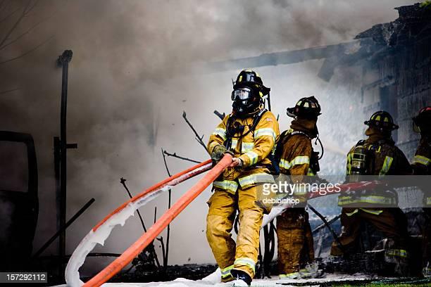 消防士常駐 - すす ストックフォトと画像