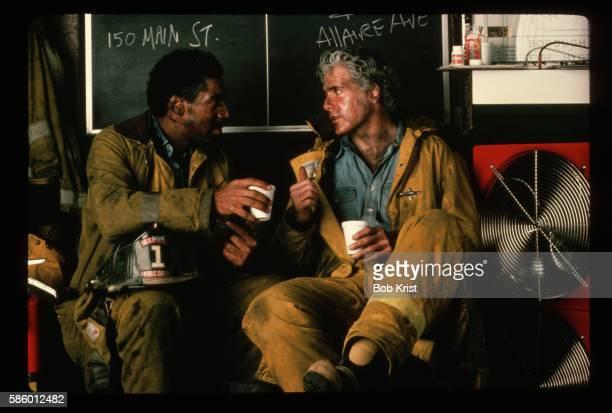 firemen talking in the station - すす ストックフォトと画像