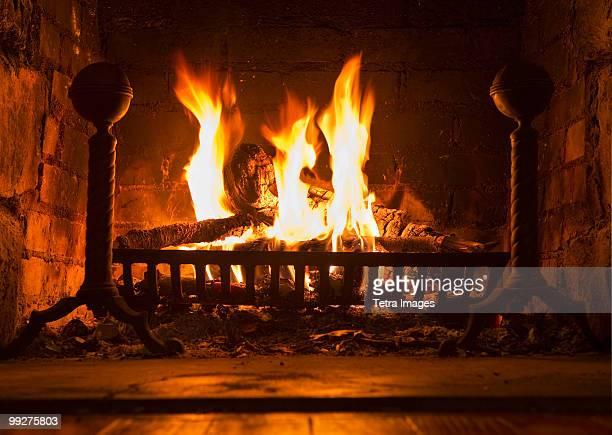 fireplace - opwarmen stockfoto's en -beelden