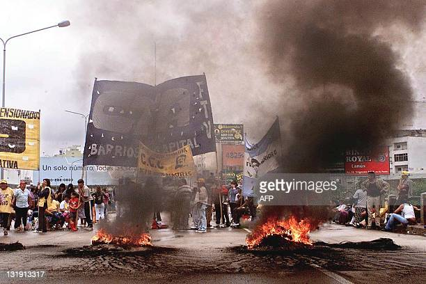 Fires are seen on the streets of Buenos Aires Argentina as the people continue their demonstrations 13 December 2001 Desocupados queman gomas en un...