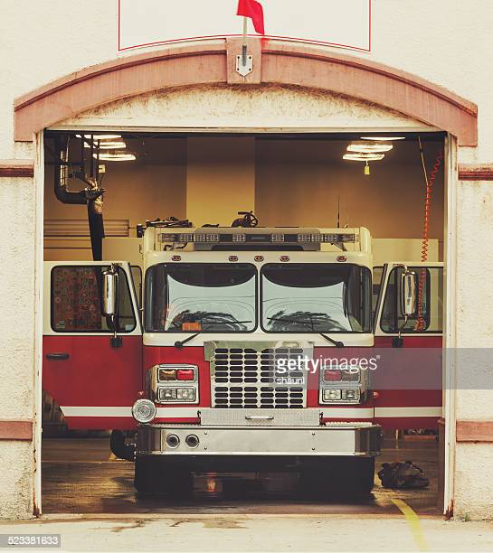 firestation - fire station - fotografias e filmes do acervo