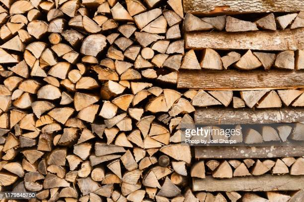 firewood stacked patterns - 薪 ストックフォトと画像