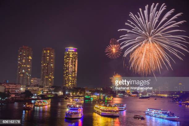 firework at chao phraya river in countdown celebration party, bangkok thailand - free walpaper stock photos and pictures