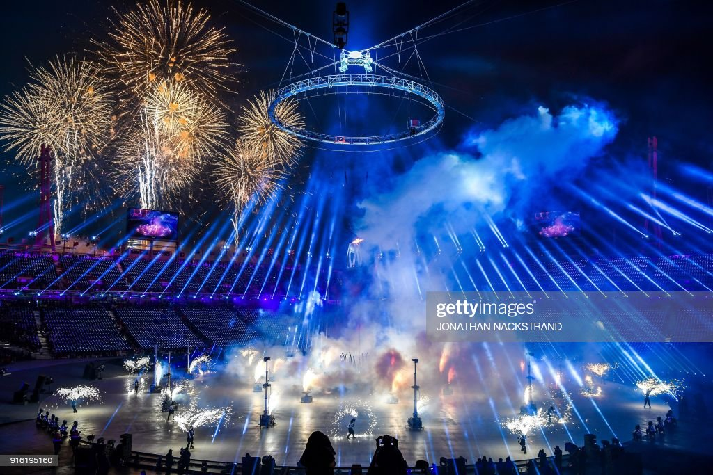 TOPSHOT - A firework display is seend during the opening ceremony of the Pyeongchang 2018 Winter Olympic Games at the Pyeongchang Stadium on February 9, 2018. / AFP PHOTO / POOL AND AFP PHOTO / Jonathan NACKSTRAND