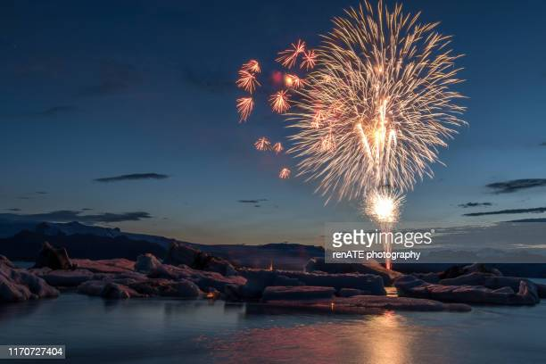 fireworks at jökulsarlon glacier lagoon in iceland - iceland stock pictures, royalty-free photos & images
