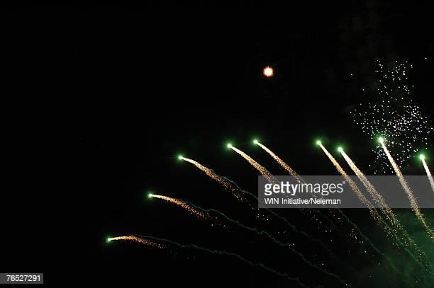 fireworks at night - evento de entretenimento - fotografias e filmes do acervo