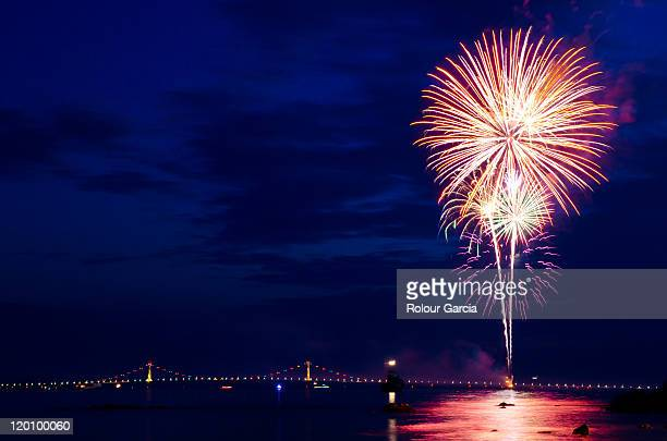 fireworks by bridge - rolour garcia stock pictures, royalty-free photos & images